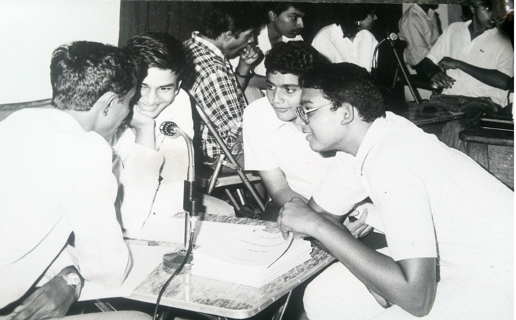 Author, back to camera. KQA Anniversary Open Quiz 1988. Team Venceremos: Bharat Patil, Shakish Acharya and Anjan SHah